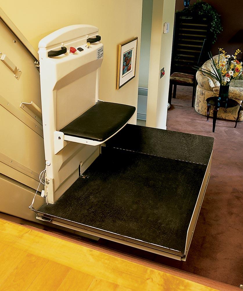 设计 费勒/斜挂式轮椅升降机,地铁公共场所残疾人升降台